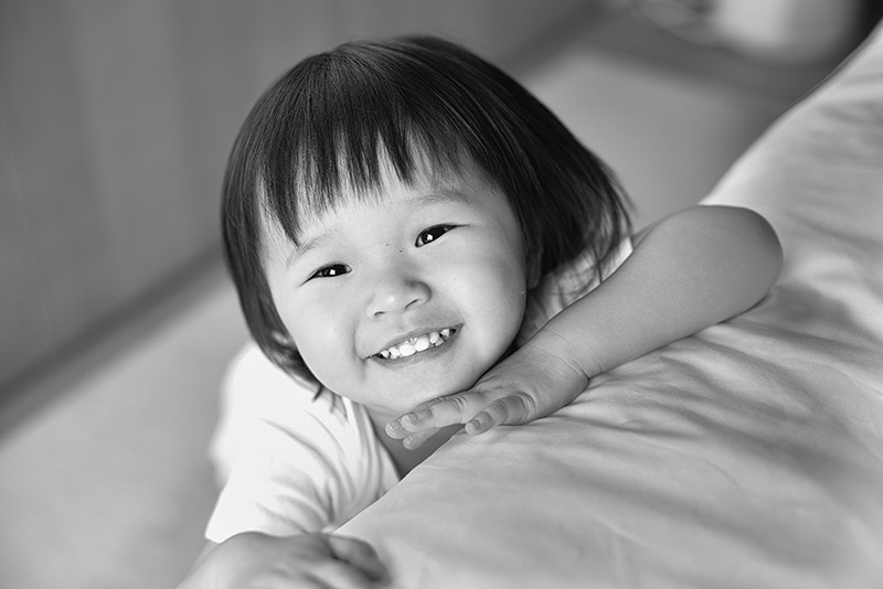 little-girl-smiling-black-and-white