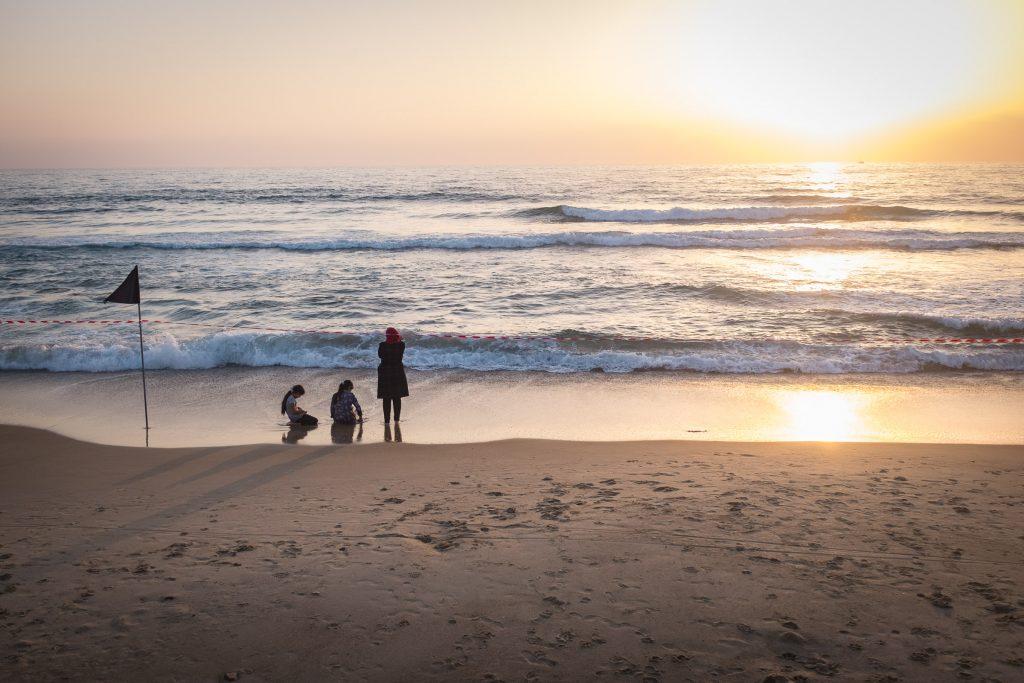 telaviv Arab family on the beach