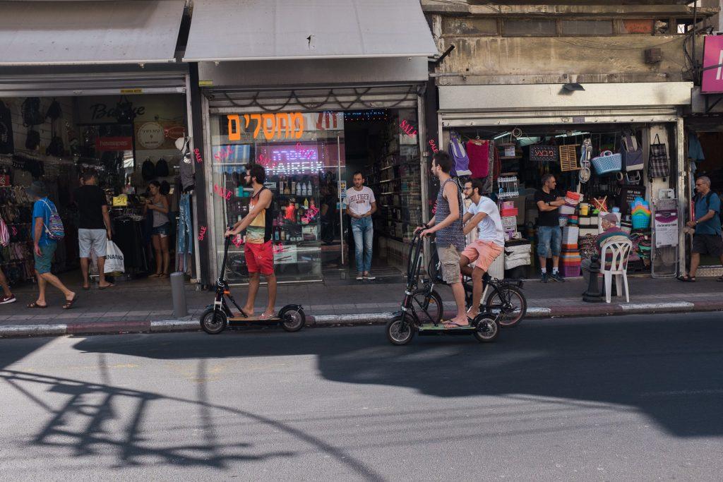 telaviv-boys-riding-bicycles