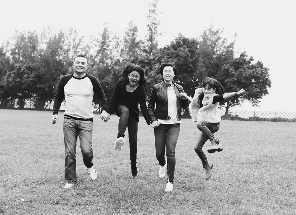 family-jumping-black-and-white